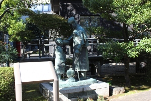 乃木大将と辻占売少年像(2010年11月3日撮影)