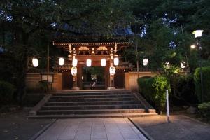 お会式当日夕刻の法明寺(2010年10月18日撮影)