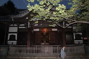 お会式当日夕刻の安国堂(2010年10月18日撮影)