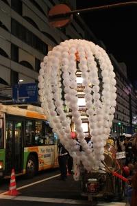 リアカーで運ばれる万燈(2010年10月18日撮影)