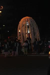 千登世橋を通過する万燈(2010年10月18日撮影)
