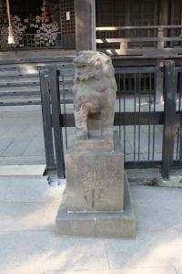 本郷講中寄進の鬼子母神の狛犬(2010年12月10日撮影)