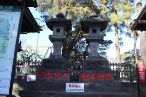 鳶奉献の常夜燈(2011年1月2日撮影)