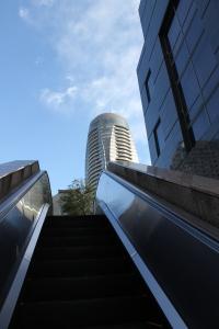 清岸院に上がるエスカレーター(2011年1月4日)