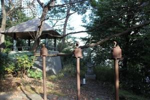十二支のオブジェ、展望台、祠(2011年1月4日撮影)