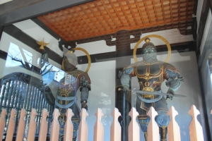 青松寺山門の四天王像(2011年1月31日撮影)