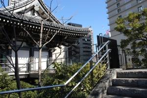 青松寺山門につながる連絡通路(2011年1月31日撮影)