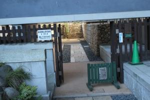 青松寺墓地入口(2011年1月31日撮影)
