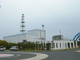 東海発電所(右)と東海第二発電所(左)(ウィキペディアより)