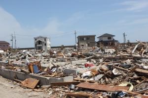 いわき市久之浜地区への津波被災と防潮堤