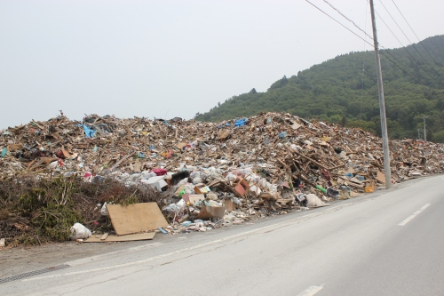 女川町の瓦礫集積所