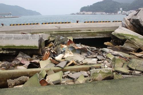 被災した女川港の埠頭