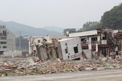 倒壊した鉄筋コンクリート造家屋