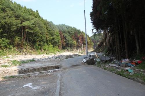 女川の山奥にある津波被災地(2011年7月26日)