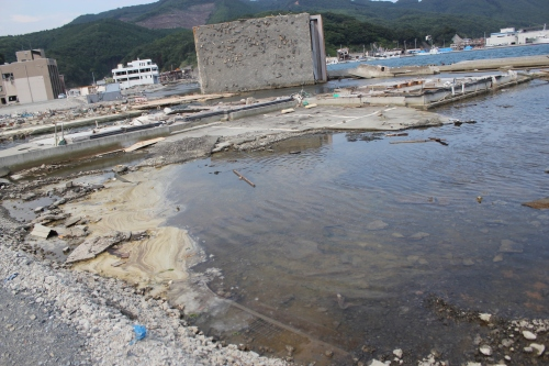 女川港に浸水する海水(2011年7月26日)