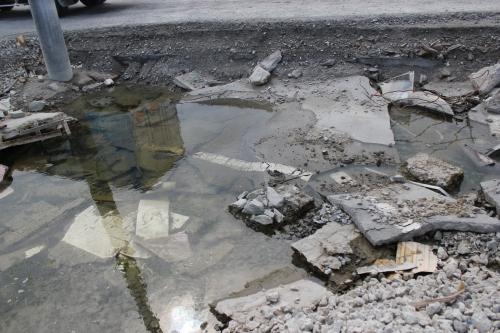 女川港の地面(2011年7月26日)