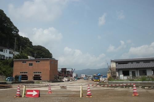 通行止めになった東浜街道(2011年7月27日)