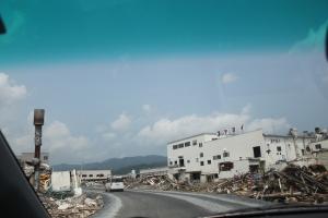津波で破壊された気仙沼市の水産業加工地帯(2011年7月27日)