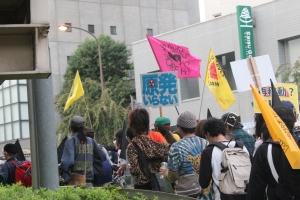 恵比寿周辺を行進するドラムデモ