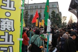 経産省テント前広場の「受付」