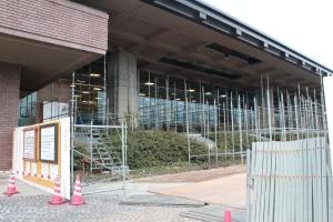 修理中の福島県立図書館