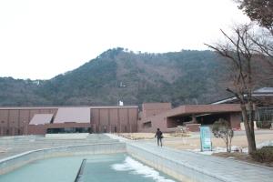 福島県立美術館と福島県立図書館(右が図書館)