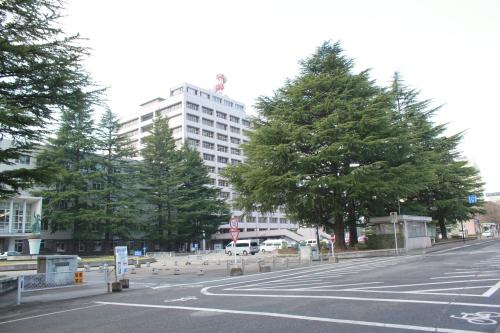 福島県庁(2012年4月24日撮影)