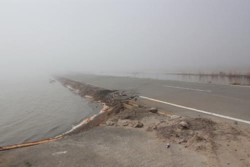 水の中を走る道路(2012年4月25日撮影)