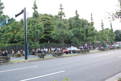 国会議事堂前を移動する抗議行動の隊列(2012年6月29日)