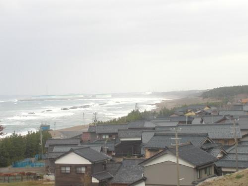 鷹巣地区から遠望した三里浜地区(2012年11月13日)